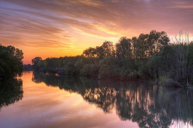 Paesaggio: Fiamme sul fiume Oglio, foto di Pierangelo Lusvardi