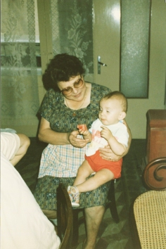 1989: Federico in braccio a Nonna Elda
