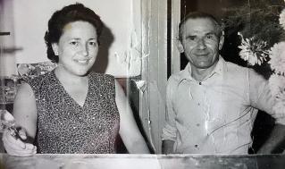 """1962: Elda e Giuseppe Malinverno dietro al bancone della Cooperativadi Consumo """"L'Unione"""""""