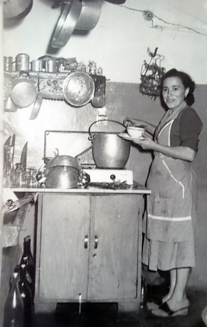 """1952: Elda ai fornelli della Cooperativa di consumo """"L'Unione"""""""