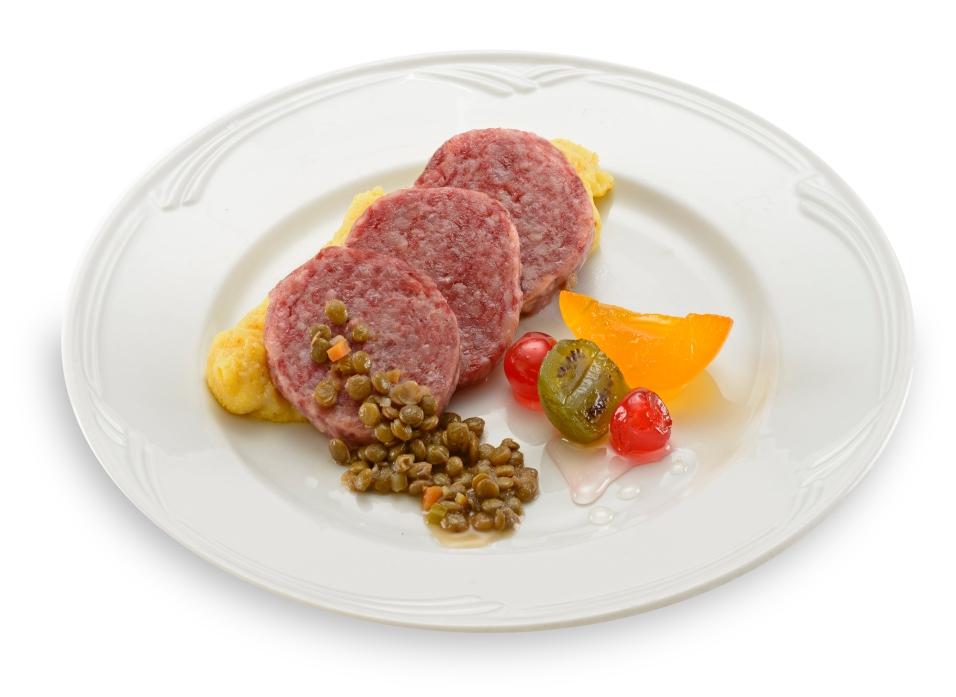 """Cotechino """"Vaniglia"""" con lenticchie e mostarda"""